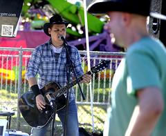mumfest-BR-092516_1676 (newspaper_guy Mike Orazzi) Tags: mumfestival bristol d3 80200mmf28d nikon festival plaid guitar cowboyhat