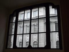 DSCF8149  -  Escola de Cinema Darcy Ribeiro (Marcia Rosa ()) Tags: window ventana finestra janela through marciarosa