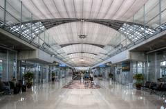 Suvarnabhumi Airport, Bangkok (maxunterwegs) Tags: thailand airport bangkok tailandia aeroporto terminal thaïlande flughafen aeropuerto hdr bkk helmutjahn tailândia aéroport samutprakan photomatix tonemapped tonemapping suvarnabhumi suvarnabhumiairport suvarnabhumiinternationalairport amphoebangsaothong
