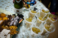 [52:52] fin de ao (david buedo) Tags: yearend theend cider grapes newyearseve 12 fin sidra nochevieja doce findeao twelve 2012 uvas polvorones week52 doceuvas weekofdecember23 twelvegrapes 522012 52weeksthe2012edition
