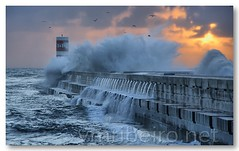 Foz do Douro (vmribeiro.net) Tags: sea storm portugal geotagged mar waves porto douro foz ondas tempestade tamronaf18200mmf3563xrdiiildasphericalif geo:lat=41146716973919254 geo:lon=8676109313964844