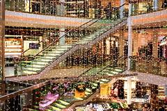 Wien - Einkaufzentrum (Lucchese Fabrizio) Tags: vienna wien stairs austria sterreich interiors edificio treppe scala inside mercato interni innenbereich
