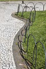 praa santos andrade (celesteintecnicolor) Tags: bird lines square shadows greengrass praasantosandrade