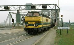 NMBS 7502 @ Noordkasteelbrug (Peter Van Gestel) Tags: nmbs sncb reeks serie 75 noorkasteel brug antwerpen port haven van antwerp