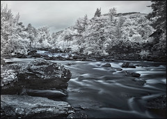 Falls of Dochart / Scotland (guenterleitenbauer) Tags: 2016 5d april august austria canon guenter gnter ir juli landscape leitenbauer urlaub wels bild bilder britain brittanien burg castle city flickr foto fotos great image images infrared infrarot july key landschaft photo photos picture pictures ruine schottland scotland stadt town wasser water wwwleitenbauernet sterreich fall falls waserfall stromschnelle sctromschnellen dochart