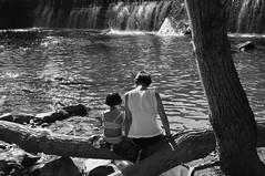 mare i filla (txutis de can burrass) Tags: bw bn rio river mother madre daughter hija navarra nafarroa nikon