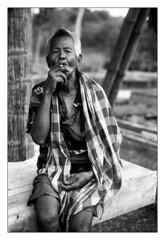 L'homme  la cigarette (Clbes, Indonsie) (ISIS&HATHOR) Tags: argentique noiretblanc leica m6ttlmillenium summilux50mm kodak trix xtol homme paystoraja cigarette clbes sulawesi indonsie