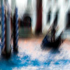 GONDOLE (zventure,) Tags: abstrait aube abstract voyage venisesept2016 gondole extrieur eau fil flou carr couleurs bleu dawn dor dessin dcor gold hautelumire icm impression italie grandcanal venise lignes ombre ocre paysage quitude square turquoise soleil reflets reflexion textur tableau