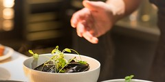Hotel Guldsmeden53 (DebioNorge) Tags: blskjell enkel foredling foredlingsindustri industri kjkken mat matlaging matvarer produkter servering sjprodukter skjell svart varer videreforedling