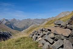 Vue sur le versant espaol (Mystycat =^..^=) Tags: france montagne hautespyrnes midipyrnes parcnationaldespyrnes pierres ciel paysage