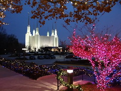 Festival of Lights at the Mormon Temple (lhboudreau) Tags: christmas light holiday temple lights holidays christmaslights celebration mormon festivaloflights 2012 mormontemple washingtondctemple kensingtonmaryland