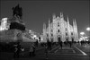 Milano. Le Duomo au crépuscule. (Olivier-B) Tags: street blackandwhite bw milan dark cathedral noiretblanc dusk milano nb cathédrale duomo soir rue crépuscule nuit voyages blackwhitephotos