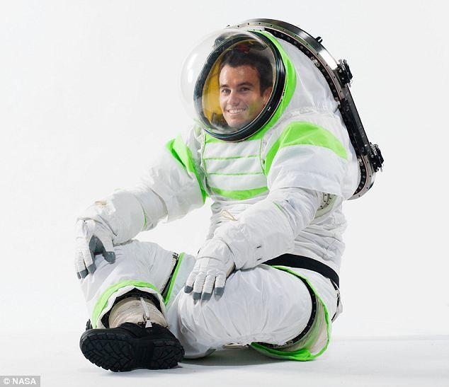 NASA 新的太空服超像「巴斯光年」!!!