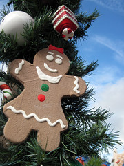 Gingerbread Cookie in Christmas Garland (meeko_) Tags: africa christmas gardens tampa cookie florida gingerbread garland ornament timbuktu themepark buschgardens busch buschgardenstampa gingerbreadcookie buschgardensafrica