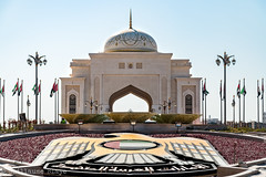 Presidential Palace roundabout (Darth Jipsu) Tags: abu dhabi uae arabian peninsula presidential palace palais prsidentiel blanc dme faucon falcon