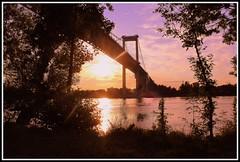 Coucher de soleil sur le pont d'Aquitaine (Les photos de LN) Tags: bordeaux aquitaine gironde portdelalune pontdaquitaine fleuve garonne coucherdesoleil sunset couleurslumire nature paysage t
