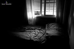 Desordenada habitacin (J. Moraleda) Tags: detalle detail blancoynegro blackandwhite interior indoor ventana window cama bed habitacin room bedroom