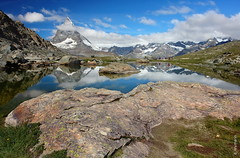 das Matterhorn (welenna) Tags: alpen alps switzerland summer schwitzerland see sky swiss view landscape lake light riffelsee wasserspiegel water wasser wolken wallis relief reflection reflexion mountains mountain matterhorn berge blue
