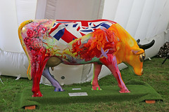 """Surrey Cow Parade """"Minna Moo"""" (Andrew-M-Whitman) Tags: surrey cow parade dreamflight the friends of childrens trust minna moo"""