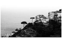 Amalfi (Martin.Matyas) Tags: ocean italien blackandwhite bw italy black canon blackwhite europa himmel sw schwarzweiss bäume baum stadtbild ozean canonefs1785isusm stadtlandschaft berglandschaft schwarzweissfoto eos7d