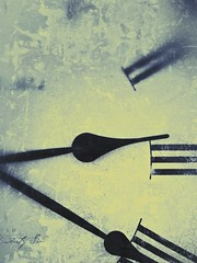 Time is running out (with snapseed filter) (HOWLD) Tags: clock mobile time iphone howd iphone5 howardlaudesign