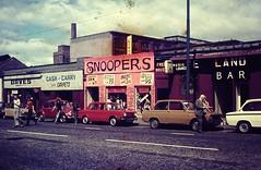 GLASGOW July 1976 pic11 (streamer020nl) Tags: auto uk car vw volkswagen scotland glasgow pipe beetle mini renault daves gb 1000 1976 simca daf kever freehouse snoopers landbar