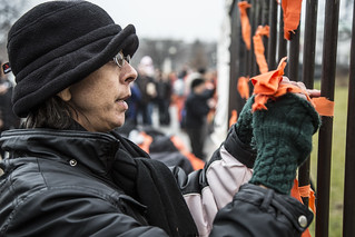 Witness Against Torture: Beth Ties a Ribbon