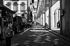"""People, light and perspective"" <On Explore> (pigianca) Tags: light blackandwhite italy monochrome florence italia perspective firenze streetphoto luce biancoenero prospettiva urbanphoto x100 monocromatico corridoiovasariano lungarnodegliarchibugieri vasarigangway"