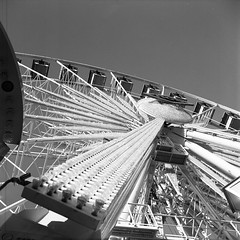 Large Ferris Wheel (Michael VH) Tags: ferris wheel large delta 100 11 12 minutes 68f self developed black white film yashica yashicaa tlr 6x6