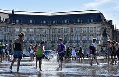 Bordeaux , le  miroir d'eau ... (miriam ulivi) Tags: miriamulivi nikond7200 france bordeaux placedelabourse miroirdeau people summer estate sole sky street