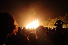Versailles 4 (gsamie) Tags: guillaumesamie gsamie canon 600d t3i versailles france yvelines night fireworks grandeseauxnocturnes crowd people feuxdartifice child fire grandcanal jardins chateaudeversailles castle