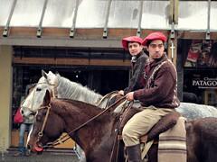 Gauchos bajo la lluvia (Ins Luque Aravena) Tags: lluvia rain gaucho argentina bariloche patagonia horse caballo