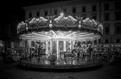 Carrousel (Frse) Tags: black white karusell carrousel florene florenz night nacht