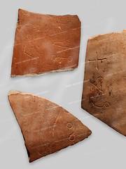 Глиняные черепки с надписями глаголицей