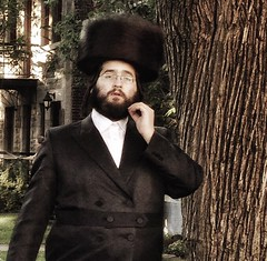 (archimontreal) Tags: outremont peyos jewishpride hasidseries chassidic chassidish kosher yiddish hasidic jews hebrew vscocam jew judaism kolpik spodik