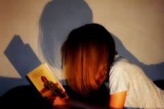 Les femmes qui lisent... (Kasur) Tags: personnage pastel couleurs ombre lumire shadow light