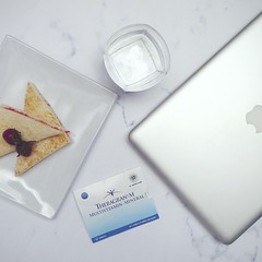 #TheragranM (labollatorium) Tags: bread toast strawberry mineral water laptop mac macbook vitamin multivitamin review flat photography top view food blog