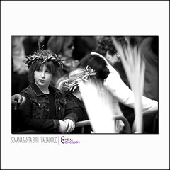 Ecce mulier (Chema Concellon) Tags: blackandwhite espaa blancoynegro easter hojas spain europa europe dof gente retrato nia valladolid corona infantil desenfoque ritual pblico mirada palma infancia cultura ramos semanasanta infante 2010 tradicin castilla celebracin olivo domingoderamos procesin rito hollyweek espectadora castillaylen costumbre religin gesto eccehomo robado devocin peoplo chemaconcelln desenfoqueselectivo procesindelaspalmas pueblofiel procesindelaborriquilla eccemulier