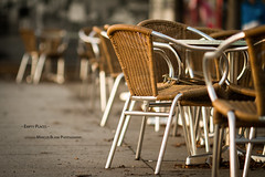 """Empty Places"" (Marcus Blank Photography) Tags: winter berlin coffee leaves canon table eos restaurant chair afternoon bokeh availablelight capital hauptstadt kaffee 7d tisch ef stuhl 135mm f20 nachmittag redring primelense llense lightroom4 marcusblankphotography"