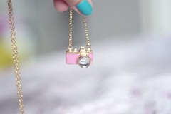 1 of 365  gift (medoteodorico) Tags: camera pink white girl bokeh lovely simple colar girlie cmera neckless