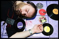Overdose musicale (Valiena) Tags: boy music jeff purple ben nirvana cd murder pearl fin jam left incubus overdose buckley ragazzo cuffie musicale germano kenney vinili musicassetta crof