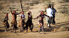 Calling out the Maza - Ethiopia (Steven Goethals) Tags: travel sunset portrait people woman girl face canon eos jump culture tribal bull adventure peoples explore human valley whip tribes omovalley 5d stick tradition ethiopia tribe ethnic hamar tribo visage hamer whipped maza whipping ethnology tribu omo eastafrica forcing etiopia ethiopie blackskin ethnique turmi ethiopië goethals afriquedelest bulljump stevengoethals