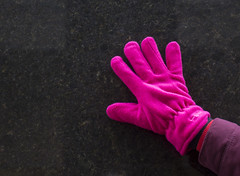 Pink Glove on Black Marble (Hans van der Boom) Tags: pink black netherlands contrast rotterdam flickr hand meetup group nederland glove nl zuidholland dimormar