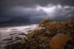 Elgol (Santa Cruiser) Tags: storm black water clouds dark scotland long exposure isleofskye wolken hills loch cuillins hebrides schottland langzeitbelichtung sturm cuillin elgol scavaig strathaird graufilter nd110 pentaxart