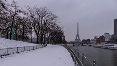 Il neige sur Paris - 20 janvier 2013 (y.caradec) Tags: winter snow paris france tower lumix europe ledefrance tour hiver eiffeltower eiffel toureiffel neige eiffelturm iledefrance barge viaduc peniche alledescygnes viaducdepassy parissouslaneige 012013 eiffelturmkleidet fz200 lleauxcygnes ilneigesurparis 200113 dmcfz200 janvier2013 01202013 20012013
