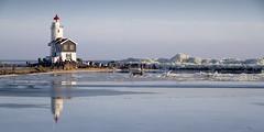 Marken Het Paard Kruiend ijs (PeterWdeK) Tags: winter lighthouse ice nederland vuurtoren marken ijs markermeer kruien
