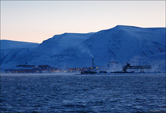 Longyearbyen (Explored) (Hkon Kjllmoen, Norway) Tags: cold water beautiful norway fog frost svalbard longyearbyen hkonkjllmoen wwwkjollmoencom