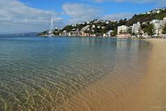 A beautiful Autumn day for a beach stroll (imajane) Tags: d80 orientalparade clear gorgeous wellington beach dsc6745wellingtononasummerdaysigss sand sea bay newzealand