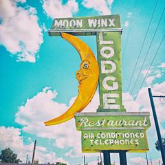 Moon Winx (Thomas Hawk) Tags: alabama america moonwinxlodge tuscaloosa usa unitedstates unitedstatesofamerica moon motel neon fav10 fav25 fav50