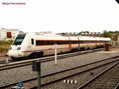Automotor diésel 598 de Renfe Operadora en Badajoz (Meijo Ferroviario Salamanca) Tags: media badajoz distancia renfe ferroviario automotor 598 meijo diésel